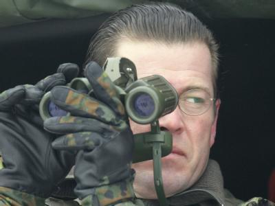 Verteidigungsminister Karl-Theodor zu Guttenberg will die Vorfälle um geöffnete Feldpostbriefe rasch aufgeklärt sehen.