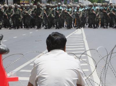 Die Armee rückt in Bangkok auf die Positionen der Regierungsgegner vor.