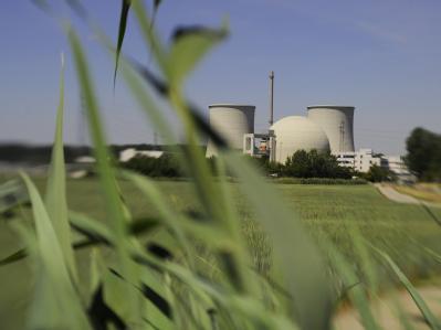 Blick auf das Atomkraftwerk Biblis in Hessen.