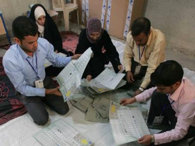 Stimmenauszählung nach der Wahl im Irak.