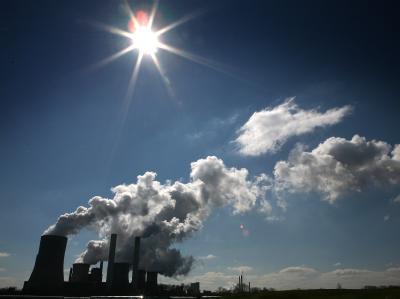 Rauch eines Braunkohlekraftwerks: In Bonn verhandelt die UN-Arbeitskonferenz über den Klimaschutz.
