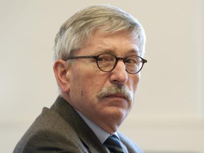 Thilo Sarrazin: «Aufgrund der üppigen Zahlungen des deutschen Sozialstaats ziehen wir eine negative Auslese von Zuwanderern an».