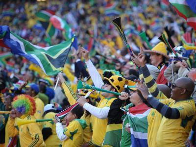 Jubelnde Fans bei der Eröffnungsfeier der Fußball-WM in Johannesburg.