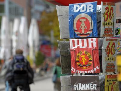 T-Shirts mit DDR-Emblem