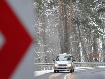 Eisglätte hat auf den Straßen zu zahlreichen Unfällen geführt.