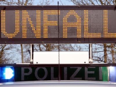 Nach einem Steinwurf von einer Autobahnbrücke ermittelt die Staatsanwaltschaft wegen versuchten Mordes. (Symbolbild)