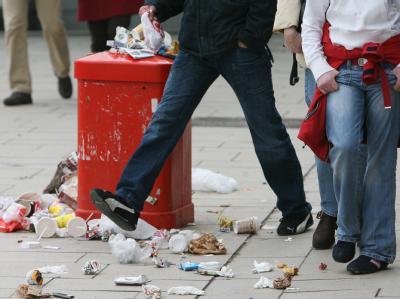 Überfüllter Mülleimer