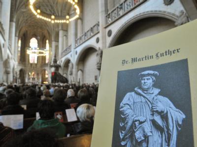 Gottesdienst in der überfüllten Schlosskirche in der Lutherstadt Wittenberg. (Archivbild)