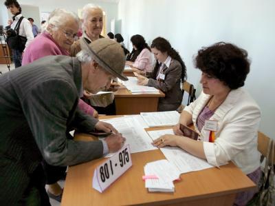 Stimmabgabe in einem Wahllokal in Zchinwali.