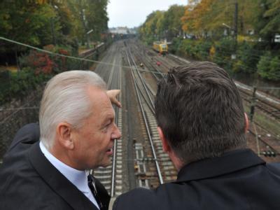 Bahnchef Rüdiger Grube und der Ministerpräsident Stefan Mappus (r).