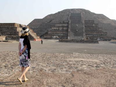 Die Frau des Bundespräsidenten, Bettina Wulff,  Anfang Mai bei einem Besuch in Teotihuacan.