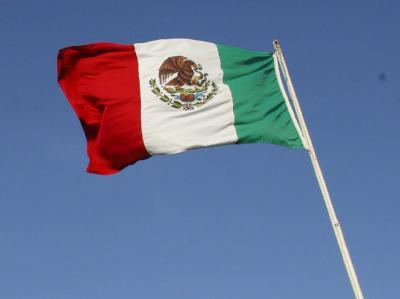 Die Fahne von Mexiko. Mitarbeiter einer Klinik in Mexiko Stadt hatten ein Baby für tot erklärt und dann verkauft.