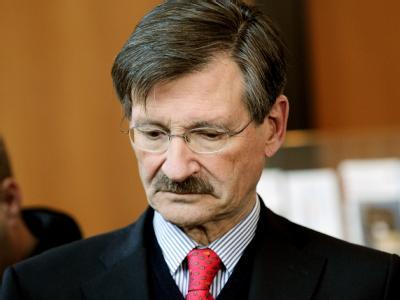 Der FDP-Haushaltsexperte Hermann Otto Solms zeigt sich nachdenklich.