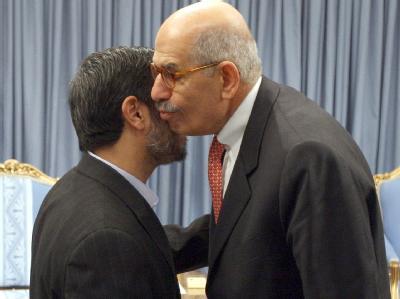 Irans Präsident Ahmadinedschad bei seinem Treffen mit El Baradei.
