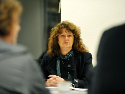 Silke Tesch am Donnerstag vor Verhandlungsbeginn bei der SPD Hessen-Nord in Kassel.