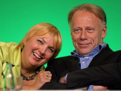 Die grünen Spitzenpolitiker Claudia Roth und Jürgen Trittin. Derzeit liegen die Grünen laut Umfrage bei 18 Prozent.
