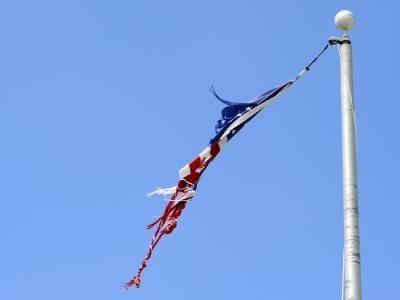 Zerfetzte US-Flagge
