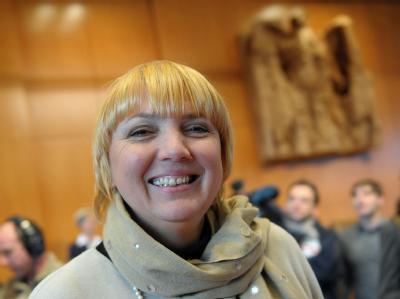Claudia Roth in einem Gerichtssaal im Bundesverfassungsgericht in Karlsruhe. (Archivbild)