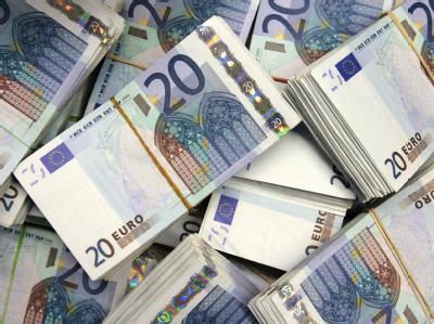 Die Wirtschaftskrise hat in die staatlichen Haushalte ein Loch von fast 100 Milliarden Euro gerissen.