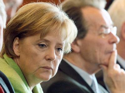Bundeskanzlerin Angela Merkel (CDU) neben SPD-Chef Franz Müntefering.