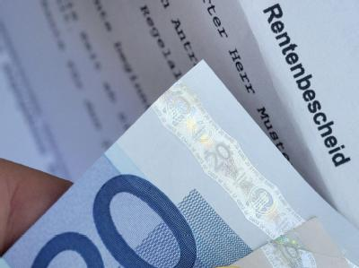 Das Bundesarbeitsministerium hat einen Bericht über massive Rentenkürzungen als Folge langfristig sinkender Löhne zurückgewiesen.
