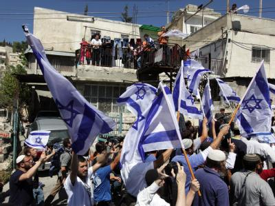 Dutzende rechtsextremer Israelis marschieren durch das Silwan-Viertel im arabischen Ostteil Jerusalems.