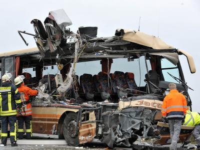 Unfall mit Schulbus