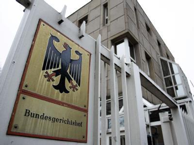 Vor dem Bundesgerichtshof in Karlsruhe wird verhandelt, ob die Post eine Zeitschrift der NPD zustellen muss. Foto: Ronald Wittek / Archiv
