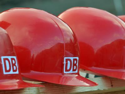Die Deutsche Bahn sieht sich für die Warnstreiks gut gerüstet und will an den Bahnhöfen mehr Personal einsetzen. (Archivpersonal)
