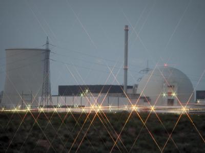 Das Atomkraftwerk Biblis: Alle alten Atommeiler sind vom Netz. Jetzt drohen den Atomkonzernen milliardenschwere Nachrüstungen.