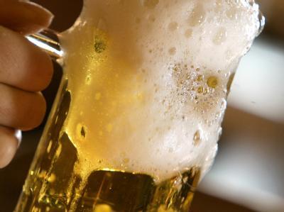 Für ein frisch gezapftes Bier setzt es in Malaysia Hiebe.