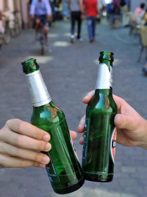 Deutschland liegt beim Alkoholtrinken weltweit nach Luxemburg, Irland, Ungarn und Tschechien an fünfter Stelle. (Symbolbild)