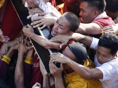 Beim Start des sechs Kilometer langen Marsches kam es im Gedränge zu einer Panik, 30 Menschen wurden verletzt. Foto: Dennis M. Sabangan