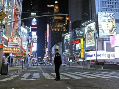 Wie schon am vergangenen Samstag wurde der Times Square in New York erneut aus Furcht vor einem Sprengstoffanschlag abgeriegelt.