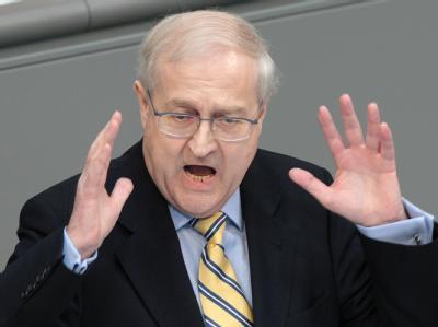 Der liberale Wirtschaftsminister Brüderle steckt in der Opel-Zwickmühle.