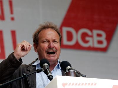 Der ver.di-Vorsitzende Frank Bsirske hat Union und FDP erneut vor einem Sozialabbau gewarnt (Archivbild).