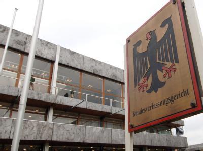 Am 10. Juli verhandelt das Bundesverfassungsgericht über die Eil-Anträge gegen den Euro-Rettungsschirm ESM und den europäischen Fiskalpakt. Foto: dpa