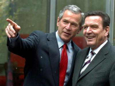 Keine wirklich guten Freunde: George W. Bush und Gerhard Schröder (Archiv).