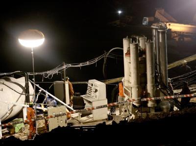 Jeden Tag wird sich der Spezialbohrer «Strata 950» 8 bis 15 Meter tiefer ins Gestein fressen.