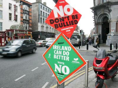 Irland: Plakate in Dublin am Tag nach der Abstimmung zum EU-Reformvertrag.