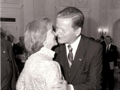 Eberhard von Brauchitsch mit seiner Ehefrau Helga am 19.02.1981 in Bonn: Nach Angaben der Familie ist das Paar freiwillig aus dem Leben geschieden.