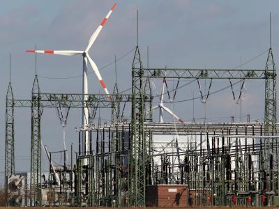 Die Energiewende ist erklärtes Ziel der Bundesregierung. Die Deutsche Energie-Agentur fordert einen beschleunigten Ausbau der Stromnetze. Foto: Bernd Wüstneck
