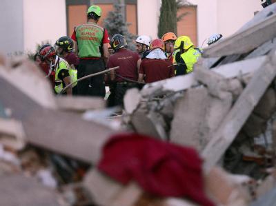 Schäden nach einem neuen Erdbeben in Norditalien. Foto: Daniel dal Zennaro/Archiv
