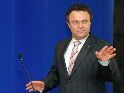 Stimmt dem Vorschlag zu: Bundesinnenminister Hans-Peter Friedrich (CSU). Foto: Bernd Settnik/Archiv