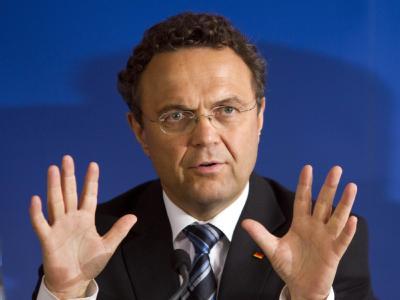 Innenminister Hans-Peter Friedrich glaubt nicht, dass die PKW-Maut demnächst eingeführt wird. (Archiv)