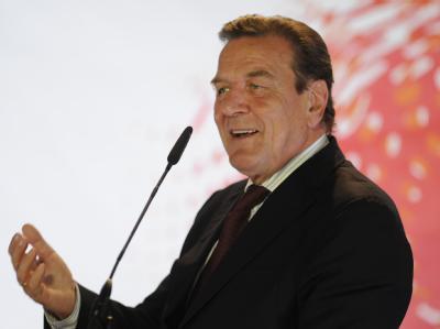 Ex-Kanzler Gerhard Schröder spricht sich gegen eine Abkehr von der Rente mit 67 aus. (Archivbild).