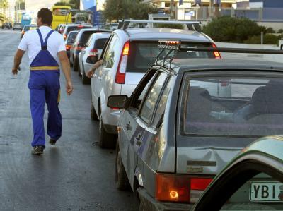 Nach tagelangem Streik der griechischen Tank- und Lastwagenbesitzer hat sich am Wochenende die Versorgungssituation im Land fast völlig entspannt.
