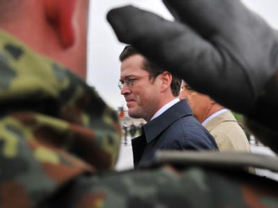Diskutiert die Wehrpflicht: Verteidigungsminister Karl-Theodor zu Guttenberg (Archivbild).