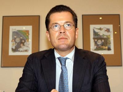 Bundesverteidigungsminister Guttenberg (CSU) beantwortet am Samstag (25.09.2010) auf einer Pressekonferenz in Rostock aktuelle Fragen zur Bundeswehr.