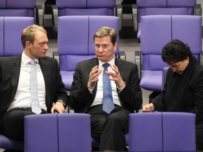 Der Generalsekretär der FDP, Christian Lindner, FDP-Chef Westerwelle und die FDP-Fraktionschefin Brigitte Homburger im Gespräch.